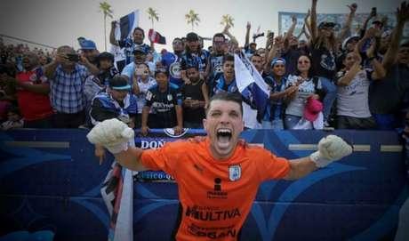Volpi levanta mais um caneco pelo clube mexicano (Foto: Divulgação)