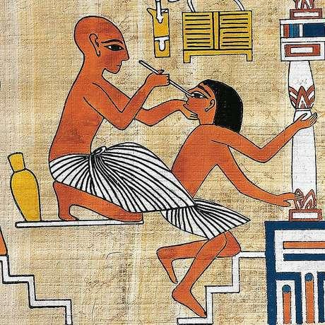 Imagem de médico tratando um paciente