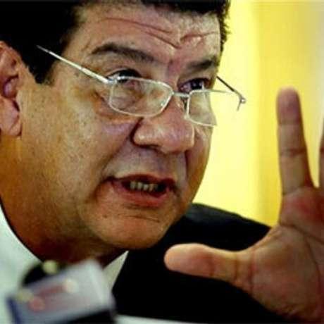 """""""O São Paulo não tem harmonia, não tem cara, é aquela frieza dentro de campo"""", disse Joel Santana"""