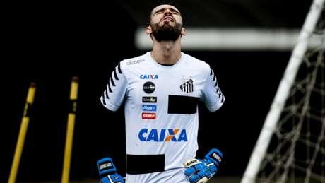 Com Vanderlei de volta, Santos recebe a Chape na Vila