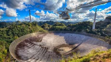 O radiotelescópio de Arecibo, em Porto Rico, é o mais sensível do mundo