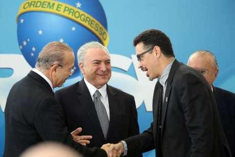 O presidente Michel Temer cumprimenta o novo ministro da Cultura, Sérgio Sá Leitão Cruz