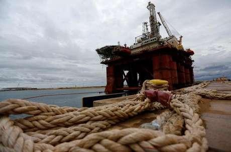 Plataforma de petróleo no Porto de Açú, em São João da Barra 07/06/2016 REUTERS/Ricardo Moraes