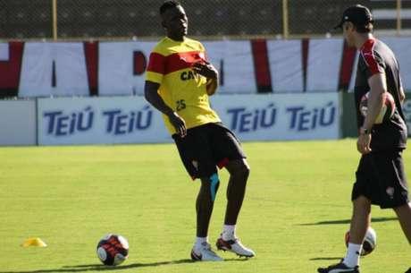 Kanu acredita na volta por cima do Vitória no Campeonato Brasileiro (Foto: Maurícia da Matta / Divulgação / EC Vitória)