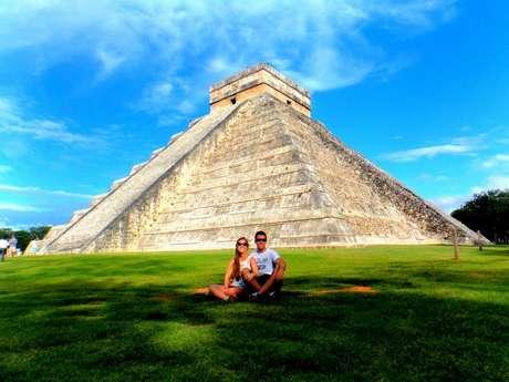 Gabriel e Lívia Lorenzi têm 21 blogs de viagem que contam com mais de 12 milhões de visitantes por ano. Na foto, eles aparecem em Cancun