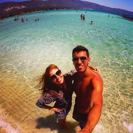 Gabriel e Livia durante viagem à Grécia