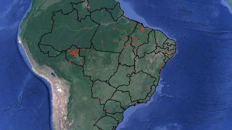 Pontos vermelhos mostram onde foram mortos ativistas pela terra, de 2015 a maio de 2017