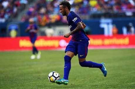 Neymar causa confusão em treino do Barcelona