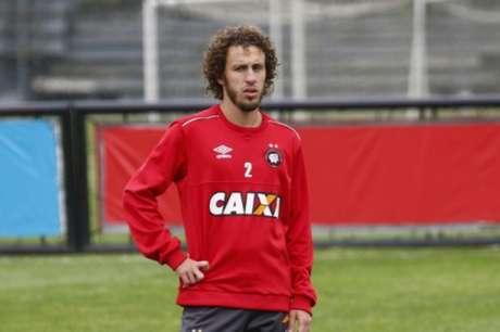 Em recuperação, Galhardo tem acerto com o Cruzeiro adiado