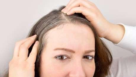 Se for descoberto o mecanismo da coloração, pode-se desenvolver drogas para reverter os cabelos brancos