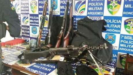 "PM apreendeu ""arsenal"" em caminhonete na zona rural de Cujubim"
