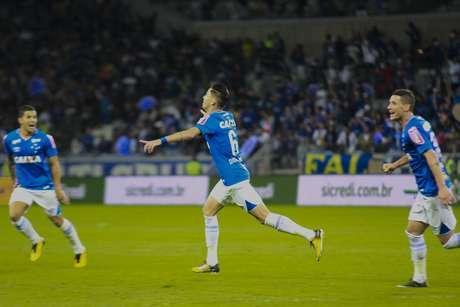 Diogo Barbosa comemora seu gol