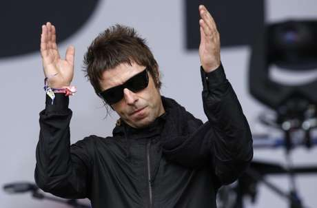 Liam Gallagher durante show em Glastonbury 28/06/2013 REUTERS/Olivia Harris