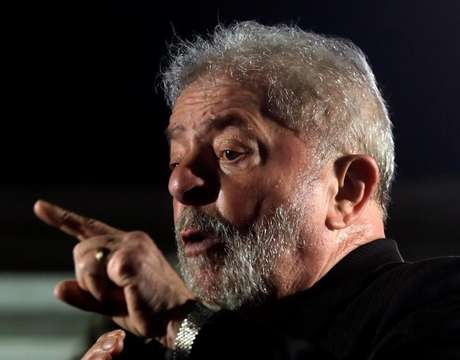 Ex-presidente Luiz Inácio Lula da Silva discursa durante protesto em São Paulo 20/07/2017 REUTERS/Paulo Whitaker