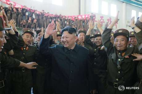 Líder norte-coreano Kim Jong Un reage após teste de míssil Hwasong-14 5/7/2017    KCNA/via REUTERS