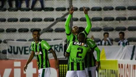 América venceu sua nona partida na Série B e abriu quatro pontos na liderança (Foto: Luiz Erbes/Agência Freelancer)