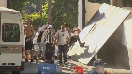 Torcedores do Figueirense causam pânico no Orlando Scarpelli (Frame/Globoesporte)