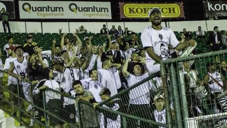Torcida do Figueirense protesta, mas time volta a perder na Série B, desta vez para o Vila Nova (Guzzo/Ofotografico)