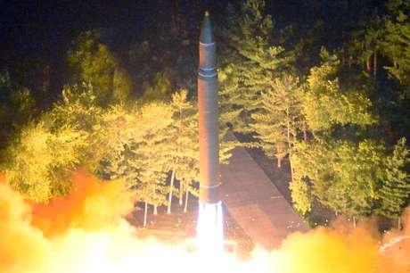 Lançamento de míssil norte-coreano durante teste realizado no dia 28 de julho