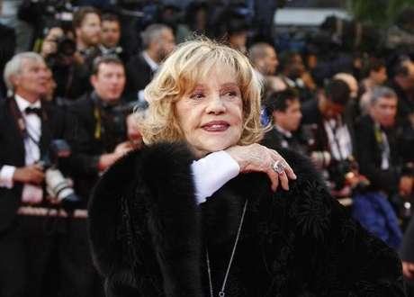 """Jeanne Moreau chega para a exibição do filme """"Vicky Cristina Barcelona"""" do diretor norte-americano Woody Allen em Cannes 17/05/ 2008.     REUTERS/Vincent Kessler"""