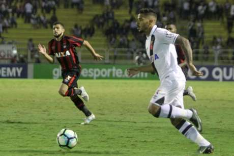 Atlético-PR bate o Vasco e volta a vencer após 9 jogos