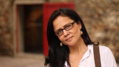 Professora Stela Guedes Caputo, da Uerj, não recebe salários há três meses e vê as contas acumularem