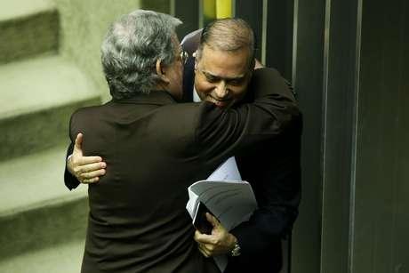 Advogado de defesa, Antônio Cláudio Mariz, e o relator, deputado Paulo Abi-Ackel