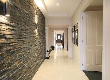 O ideal é colocar quadros nas paredes dos corredores