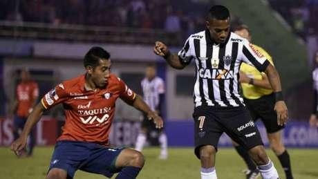 Galo precisa reverter placar de 1 a 0 obtido pelos bolivianos no jogo de ida, em Cochabamba - AFP