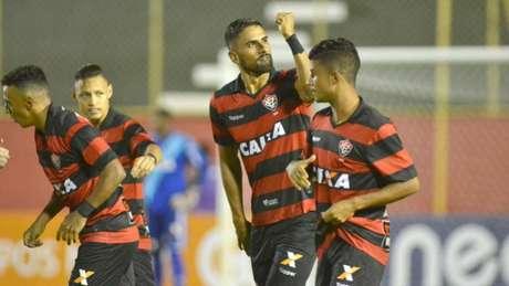 Tréllez comemora primeiro gol da partida. Jogador marcou duas vezes (Romildo de Jesus)