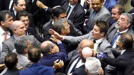 Briga na sessão do plenário