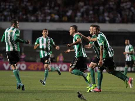 Jogador se emocionou após a vitória do Coritiba diante do São Paulo (Foto: Divulgação/ Coritiba)