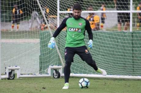 Fernando Miguel acredita em uma disputa equilibrada contra o Flamengo (Foto: Maurícia da Matta / Divulgação / EC Vitória)
