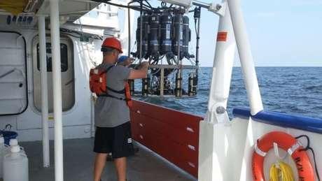 Cientistas usam sensor especial para coletar água no Golfo do México e medir os níveis de oxigênio