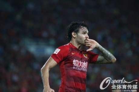 Goulart fez mais um para o Guangzhou Evergrande (Foto: Reprodução)