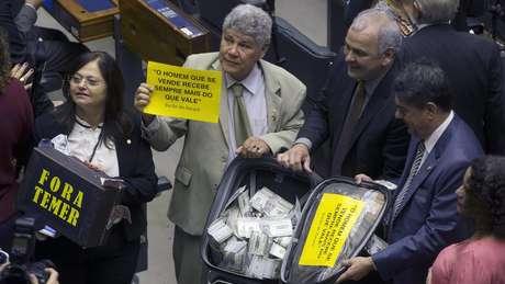 Deputados da oposição em votação da denúncia