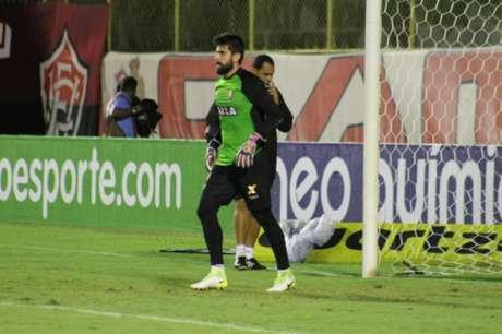 Kanu avalia triunfo diante do Flamengo: 'Fizemos um bom jogo'