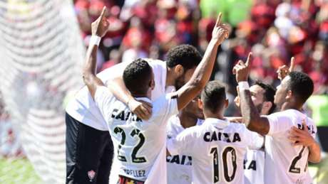 Vitória derrotou o Flamengo por 2 a 0, em plena Ilha do Urubu (Thiago-Ribeiro--AGIF.jpg)