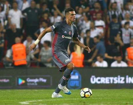 Turquia: Besiktas perde Supertaça, com penalti de Pepe no final