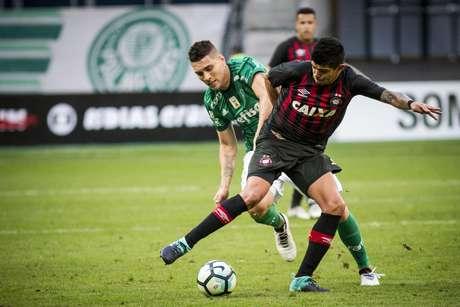 Após longo período afastado por causa de uma grave lesão no joelho, o meia Moisés voltou a campo neste domingo pelo Palmeiras