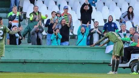Coritiba comemora duas vitórias seguidas no Campeonato Brasileiro e encostou novamente no G-6 (Foto: GERALDO BUBNIAK/AGB)
