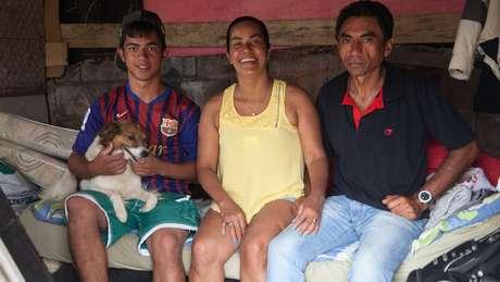 Carlos e Odilene torcem para que o filho de 18 anos tenha um futuro diferente do deles e tenha sucesso profissional