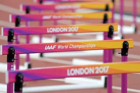 Visão geral de obstáculos em pisa de atletismo montada para Mundial de Atletismo, em Londres 07/08/2017 Kirby Lee-USA TODAY Sports