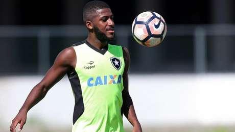 O zagueiro Emerson está longe de ser prioridade de Jair Ventura no elenco alvinegro (Vitor Silva/SSPress/Botafogo)