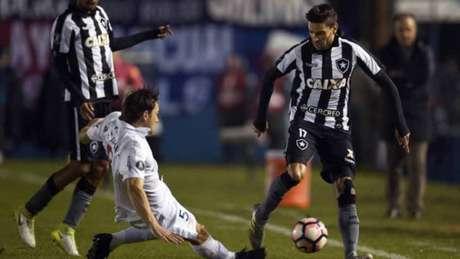 Primeiro jogo entre Nacional-URU e Botafogo terminou 1 a 0 para o time carioca, no Uruguai (AFP)