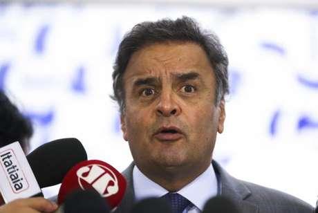 Aécio Neves não quis comentar propaganda exibida pelo PSDB na televisão
