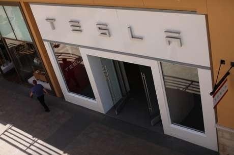 Loja da Tesla em centro comercial em San Diego 28/04/2017 REUTERS/Mike Blake