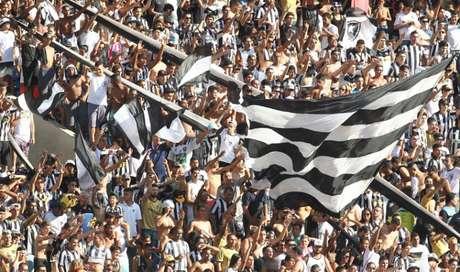 Sócios-torcedores do Botafogo poderá ter maior poder de influência nas próximas eleições (Foto: Arquivo LANCE!)