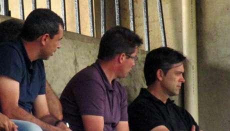 Carille, Osmar Loss e Cuca acompanharam a partida entre Corinthians e Red Bull nesta quarta (Foto: Divulgação)