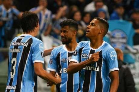 Pedro Rocha comemora segundo gol da noite na Arena (Foto: Fabio Gomes/Raw Image)
